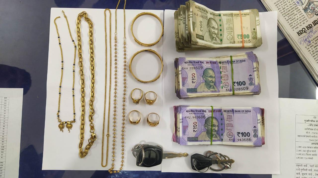 पांढुर्णा पुलिस ने पेट्रोल पंप पर लूट की योजना बनाते किया गिरफ्तार, आरोपियों के पास से 5 लाख के जेवर कार और बाईक भी मिली, हथियार से लैस थे डकैत छिंदवाड़ा,Chhindwara - Dainik Bhaskar