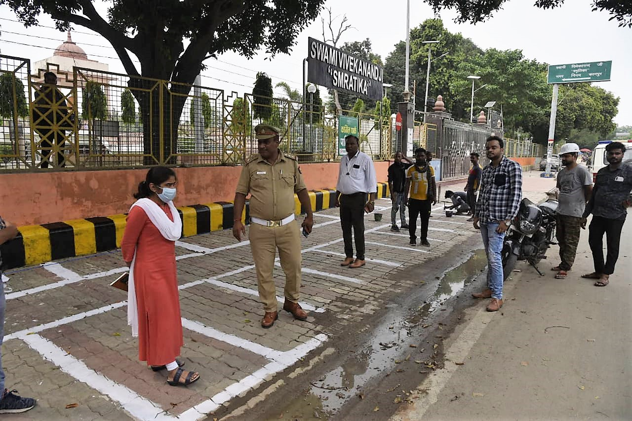 स्मार्ट पार्किंग को शुरू करने के लिए नगर निगम और ट्रैफिक पुलिस के अधिकारियों ने किया निरीक्षण। - Dainik Bhaskar