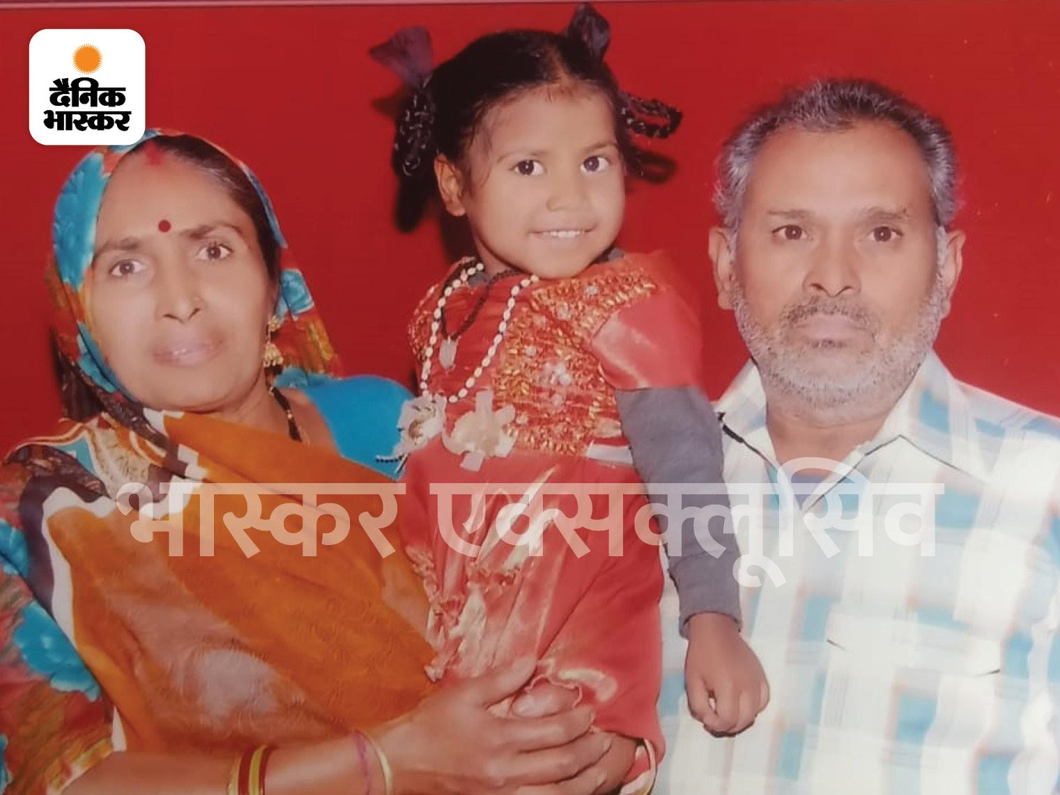 घर के एक कमरे में मिली पति, पत्नी, 13 साल की बेटी की लाश; बाप-बेटी को गला दबाकर और मां को चाकू से मारा, प्रॉपर्टी को लेकर हत्या की आशंका|ग्वालियर,Gwalior - Dainik Bhaskar
