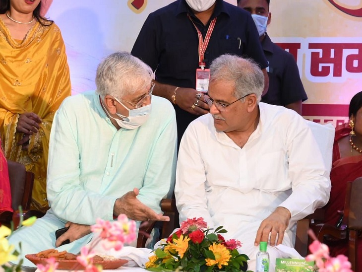 तीजा-पोरा तिहार के न्योते पर सीएम हाउस पहुंचे सिंहदेव, CM बघेल ने स्वागत किया; CM की बेटी ने अपनी कुर्सी खिसकाकर पिता के बगल में बिठाया|रायपुर,Raipur - Dainik Bhaskar