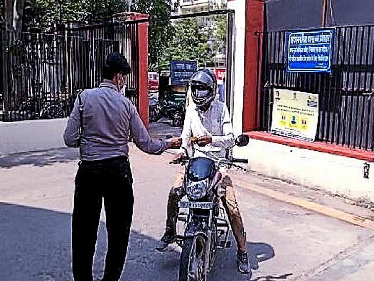 बाइक चोरी की घटनाओं के कारण लागू करना पड़ा टोकन सिस्टम, कर्मचारियों के टू व्हीलर्स हैं निशाने पर|राजस्थान,Rajasthan - Dainik Bhaskar