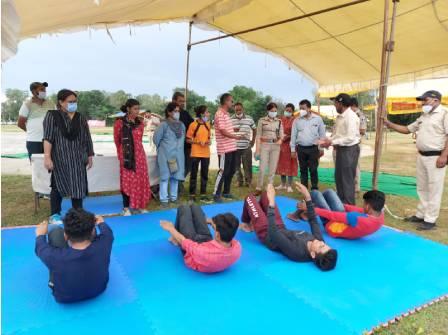 टैलेंट सर्च में भाग लेते प्रति - Dainik Bhaskar