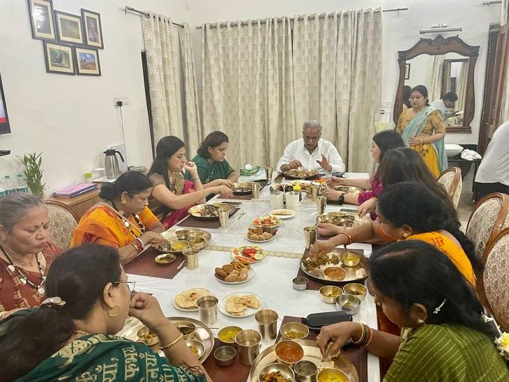 CM हाउस में आयोजित विशेष भोज में पारंपरिक छत्तीसगढ़ी थाली परोसी गई।