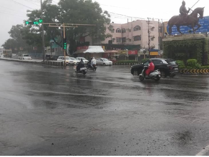 भोपाल में सोमवार सुबह कुछ हिस्सों में बारिश हुई।