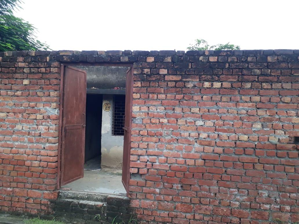 गाजियाबाद के निवाड़ी में बंद मकान से आ रही थी बदबू, लोग अंदर पहुंचे तो लाश को नोंच रहे थे कुत्ते|गाजियाबाद,Ghaziabad - Dainik Bhaskar