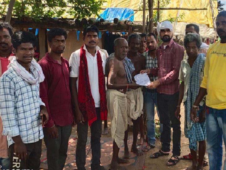 कांग्रेसी नेता संजय नेताम पहुंचे तो भड़के ग्रामीणों ने आप बीती बताई, साथ ही खूब खरी-खोटी भी सुनाई।
