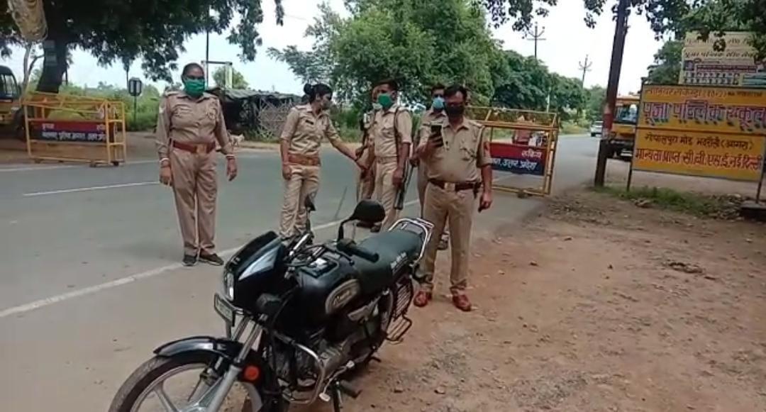 हादसे के बाद पुलिस ने घायलों को इलाज के लिए भेजा