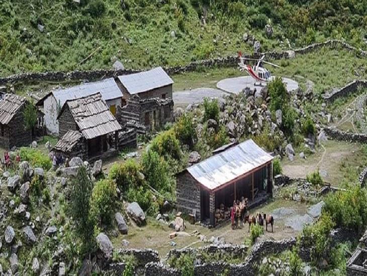 कांगड़ा जिला के बड़ा बंगाल में हेलीकॉप्टर से पहुंचाई गई वैक्सीन।