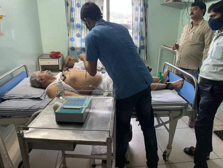 लीला मदेरणा के फाइनल होने के बाद मुन्नी को जिला प्रमुख नहीं बनवा पाने से बद्रीराम जाखड़ अनईजी महसूस करने लगे। तबीयत बिगड़ी तो अस्पताल जाना पड़ा।