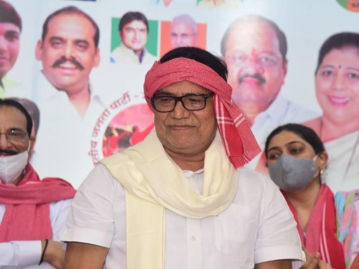 कृपाशंकर ने आर्टिकल 370 का जिक्र करते हुए कहा कि कांग्रेस-राकांपा यदि उत्तर भारतीयों की हितैषी है, तो छोड़ दे शिवसेना का साथ और हट जाए सरकार से। - Dainik Bhaskar