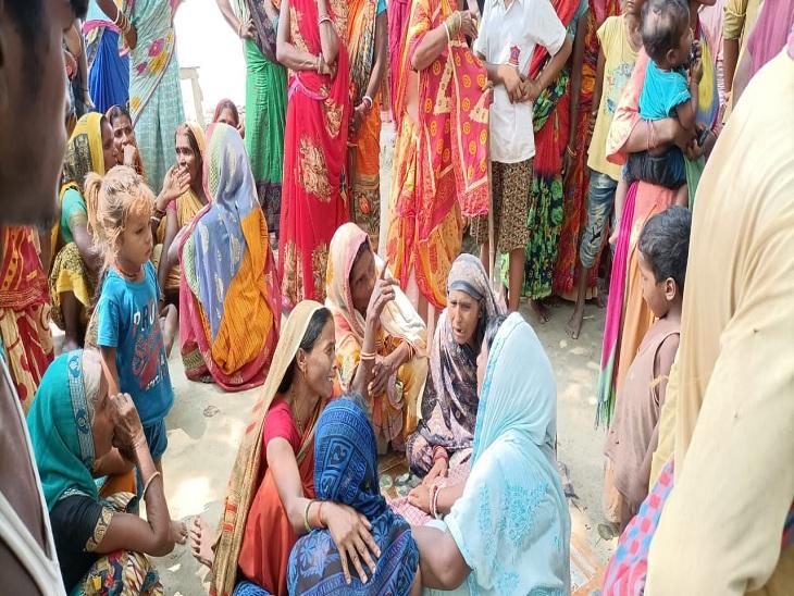पानी भरे गड्ढे में डूबने से आठ वर्षीय मासूम की हुई मौत, क्षतिग्रस्त तटबंध की मरम्मती व मुआवजे की मांग को लेकर ग्रामीणों ने किया सीओ का घेराव|समस्तीपुर,Samastipur - Dainik Bhaskar