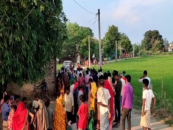 दोस्तों संग नहाने गए गए थे दोनों; ग्रामीणों ने मशक्कत कर बाहर निकाला, तब तक निकल चुका था दम|गोरखपुर,Gorakhpur - Dainik Bhaskar
