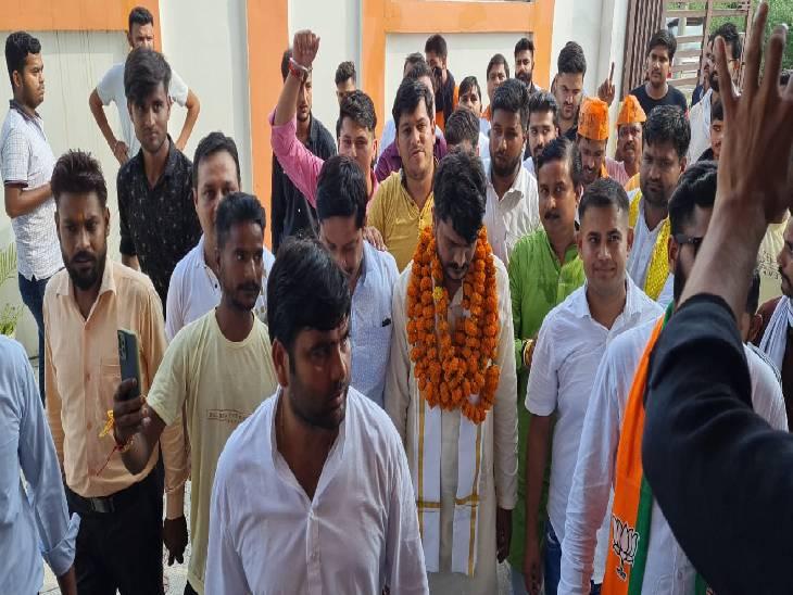 पार्टी कार्यकर्ताओं से की मुलाकात, 2022 के लिए रणनीति बनाने पर दिया जोर|संभल,Sambhal - Dainik Bhaskar