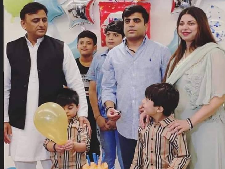 पूर्व सीएम अखिलेश यादव पूर्व सांसद प्रताप के बेटे के जन्मदिन कार्यक्रम में शामिल हुए। - Dainik Bhaskar