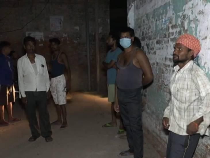 कुरसौली गांव में लोग डेंगू के कहर से भयभीत हैं। यहां 4 लोगों की मौत तो बीते 48 घंटों में ही हो गई है।