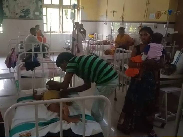 चाइल्ड वार्ड में बच्चों का इलाज किया जा रहा है। - Dainik Bhaskar