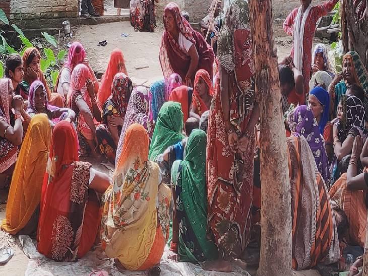 खेत पर आवारा पशुओं को भगाते समय पैर फिसला, कैमुआ नदी में गिरने से मौत|शाहजहांपुर,Shahjahanpur - Dainik Bhaskar