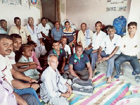 एकंगरसराय में बैठक में डीलर। - Dainik Bhaskar