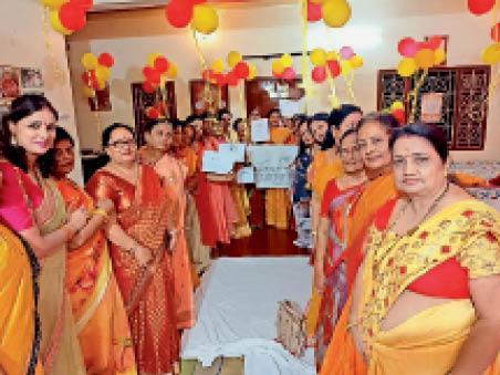 अखिल भारतीय मारवाड़ी महिला सम्मेलन में शामिल लोग। - Dainik Bhaskar