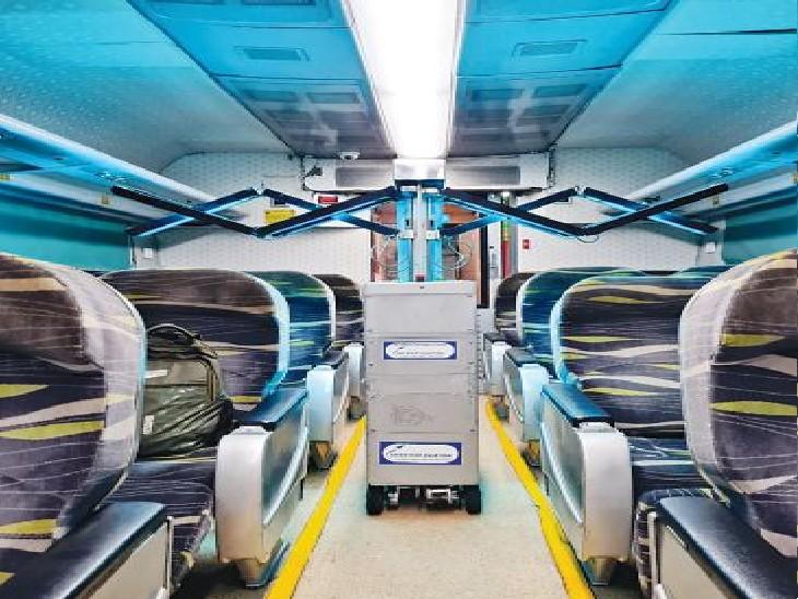 ट्रेन के भीतर यूवीसी डिवाॅइस। - Dainik Bhaskar