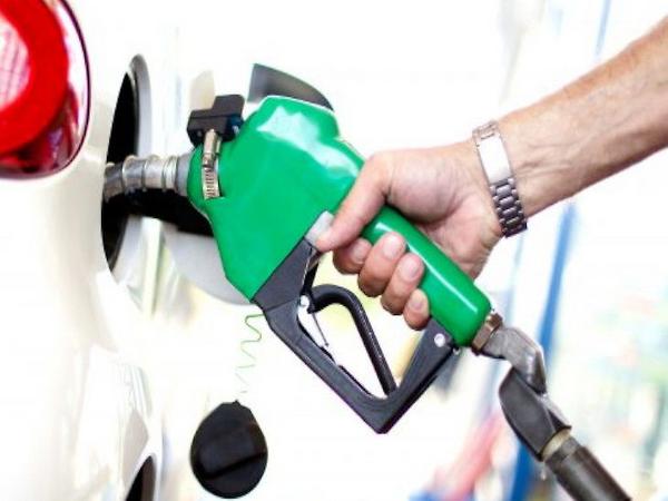 5 सितंबर को पेट्रोल-डीजल के दाम 16-16 पैसे घटाए गए हैं। - Dainik Bhaskar