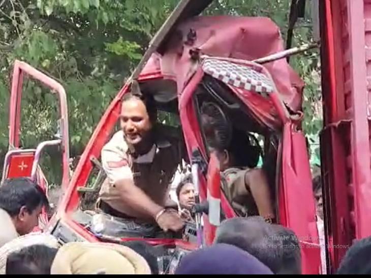 आगे चल रहे ट्रक ने ब्रेक लगाई तो दूसरा पीछे से जा टकराया, बीच में फंसी महिला कॉन्स्टेबल; घंटों बाद क्रेन मंगवाकर निकाला चंडीगढ़,Chandigarh - Dainik Bhaskar