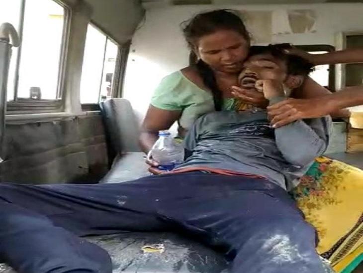 प्रेमिका ने फोन कर मिलने को बुलाया, परिजनों ने जहर देने के बाद जमकर पीटा और घर से कुछ दूरी पर तालाब में फेंका|छपरा,Chhapra - Dainik Bhaskar