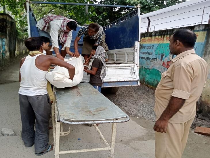 शौच करने के दौरान पानी भरे गड्ढे में पैर फिसलने से दौ युवक की मौत|वैशाली,Vaishali - Dainik Bhaskar
