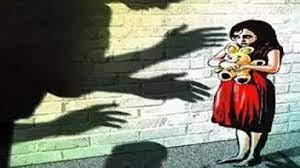 घर के बाहर खेल रही थी, 35 साल का युवक उठाकर अपने घर ले गया; पुलिस की ढिलाई पर संगठनों ने बनाया दबाव|बांसवाड़ा,Banswara - Dainik Bhaskar
