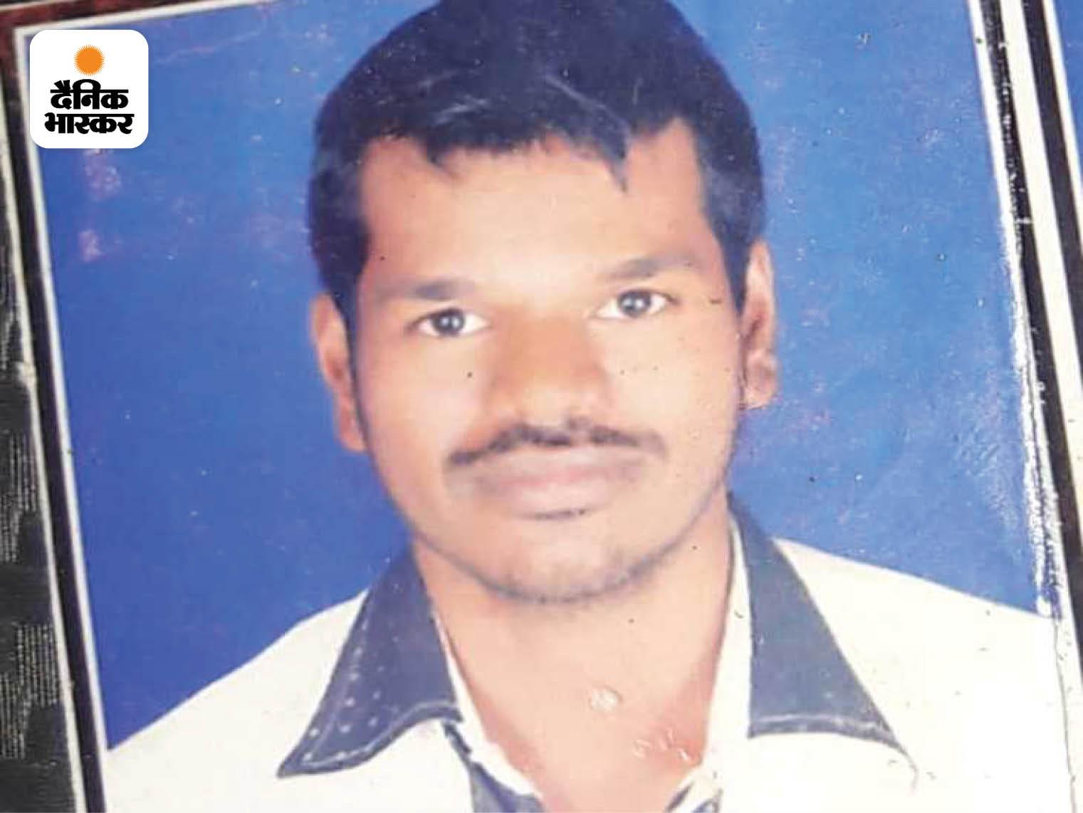 बारिश से बचने के लिए बस स्टॉप पर खड़े युवक को होर्डिंग से लगा करंट; पत्नी से कहा था- आ रहा हूं; पुलिस मौत की खबर लेकर पहुंची|इंदौर,Indore - Dainik Bhaskar