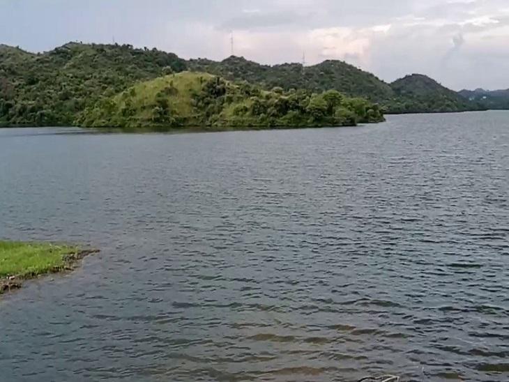 पिछले दिनों हुई बरसात से पीछोला, देवास, मदार, उदयसागर, मादड़ी बांध का जलस्तर बढ़ा, इस पूरे सप्ताह अच्छी बरसात की उम्मीद|उदयपुर,Udaipur - Dainik Bhaskar
