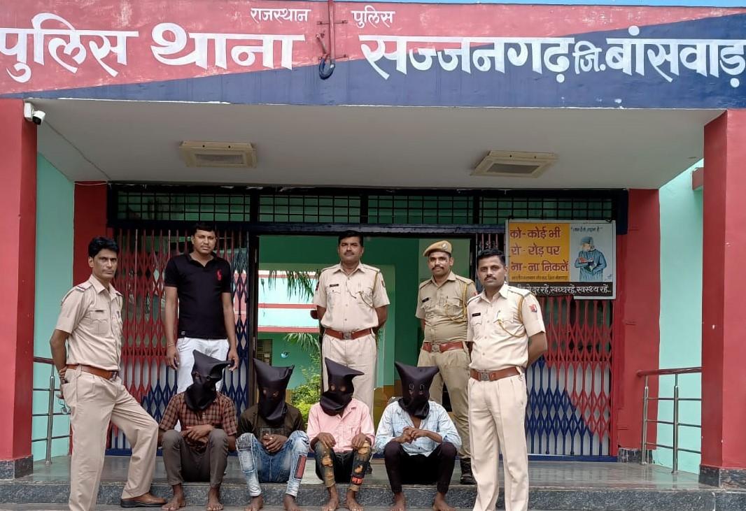 सज्जनगढ़ थाना पुलिस की कार्रवाई में धरे गए लुटेरे। - Dainik Bhaskar