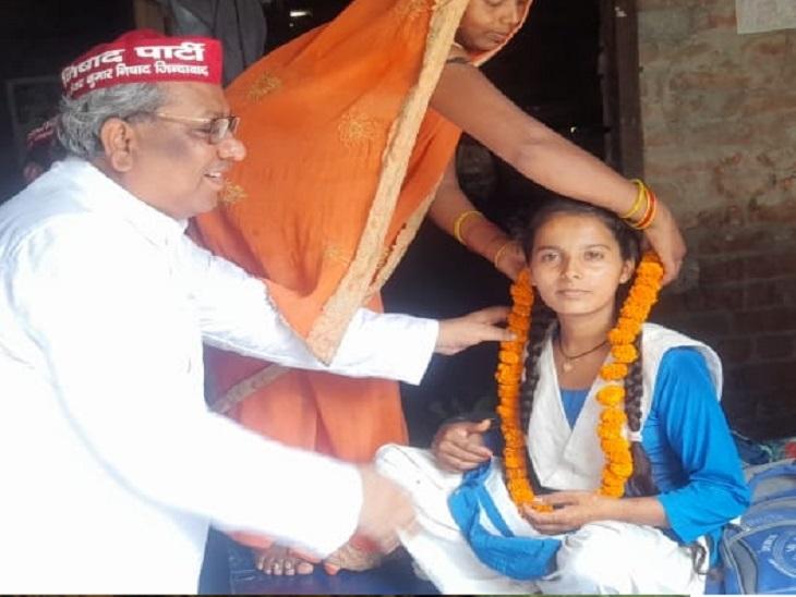 डॉ. संजय निषाद ने कहा कि संध्या सहानी उनकी बिरादरी के लिए अब एक रोल मॉडल बन चुकी है।
