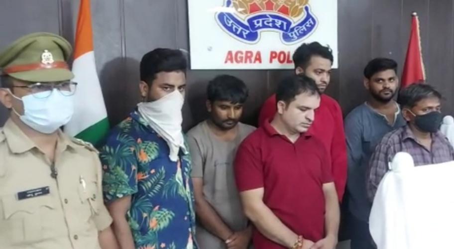 चार थानों से बीस जुआरी और सट्टेबाज गिरफ्तार, नकदी और दो दर्जन मोबाइल बरामद, कई फरार हुए नामजद|आगरा,Agra - Dainik Bhaskar
