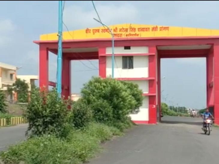 रतलाम के जावरा मंडी के सचिव का ऑडियो हुआ वायरल, मंडी के सुरक्षा गार्ड से प्रत्येक ट्राली से 200 रुपये अवैध वसूली की कह रहे बात रतलाम,Ratlam - Dainik Bhaskar