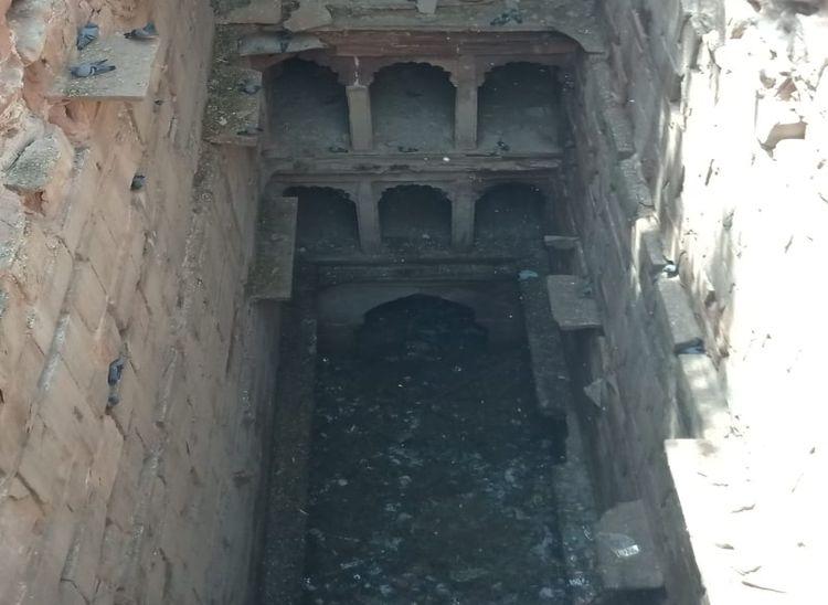 सोजत रोड के निकट सवराड़ गांव की प्राचीन बावड़ी जो वर्तमान में इस स्थिति में हैं।