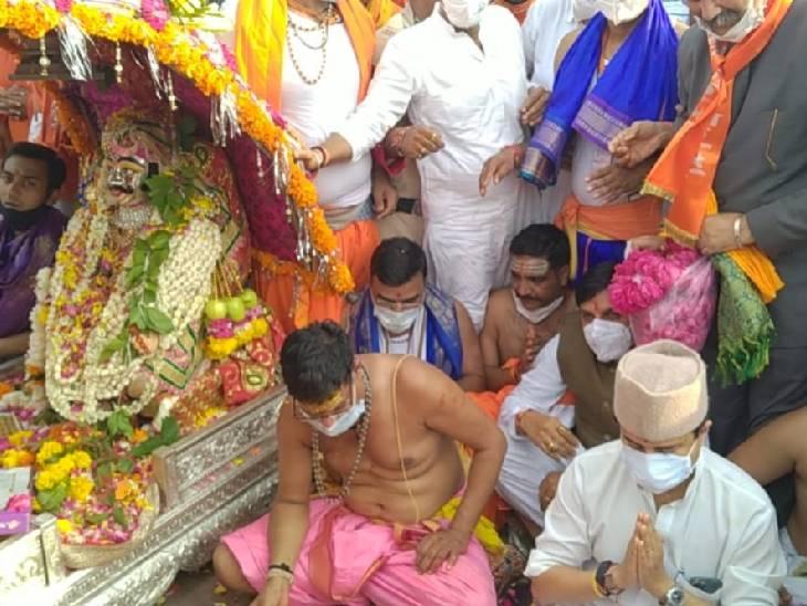 रामघाट पर केंद्रीय मंत्री सिंधिया ने रामघाट पर रामघाट का अभिषेक किया।