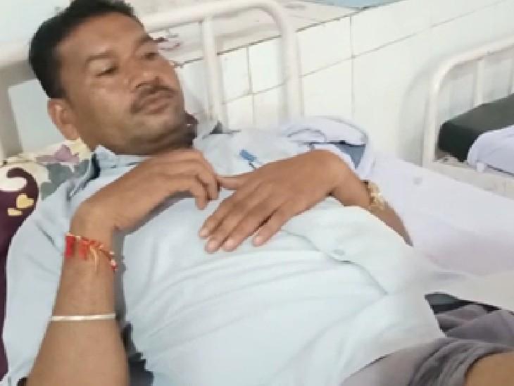 जिला अस्पताल में भर्ती घायल राजकुमार राठौर - Dainik Bhaskar