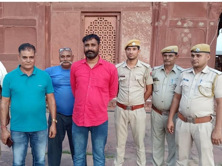 पुलिस गिरफ्त में जगन गुर्जर। (फाइल फोटो) - Dainik Bhaskar
