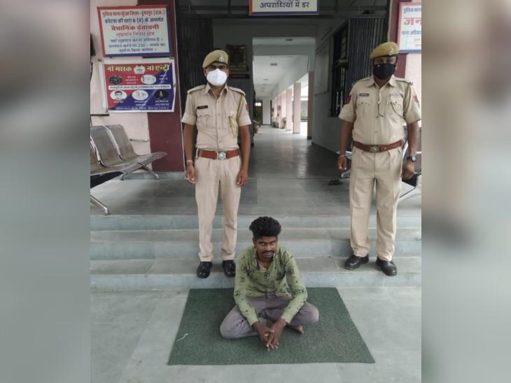 पुलिस गिरफ्त में उप सरपंच का भाई। - Dainik Bhaskar