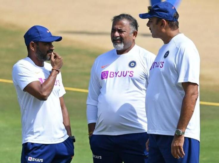 रवि शास्त्री के बाद भरत अरुण और आर श्रीधर भी पाए गए कोरोना पॉजिटिव, मैनचेस्टर टेस्ट से रहेंगे अनुपलब्ध|क्रिकेट,Cricket - Dainik Bhaskar