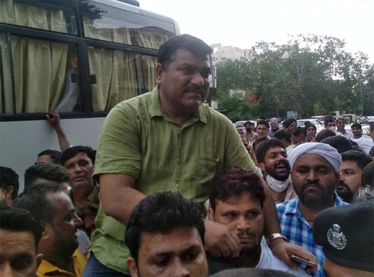 क्रॉस वोटिंग के लिए पायलट समर्थक वेदप्रकाश सोलंकी को जिम्मेदार बता कार्रवाई की सिफारिश, सोलंकी बोले-स्थानीय नेताओं ने हरवाया|जयपुर,Jaipur - Dainik Bhaskar