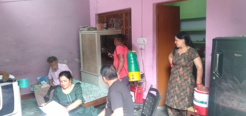 मेरठ में घरों में फॉगिंग करने पहुंची नगर निगम की टीम। - Dainik Bhaskar