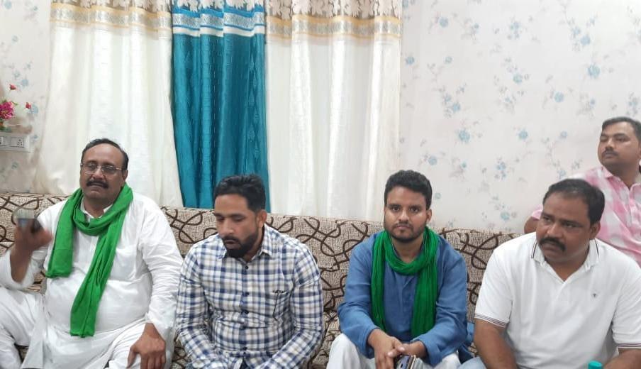 AIMIM के प्रदेश अध्यक्ष शौकत अली ने रुदौली में मीडया से बातचीत की।