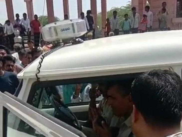 जोधपुर से चोरी स्कॉर्पियो के GPS सिस्टम से मिली लोकेशन, गांव वालों के साथ पुलिस ने पीछा किया; गाड़ी छोड़ भागे, 2 गिरफ्तार|बाड़मेर,Barmer - Dainik Bhaskar