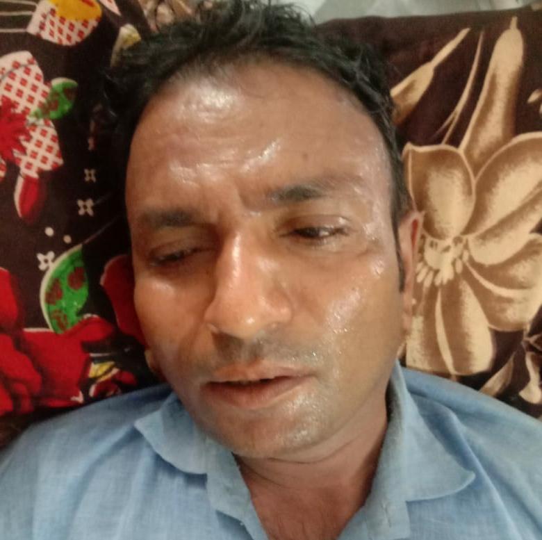 घायल सेल्समैन सुधीर कुमार - Dainik Bhaskar