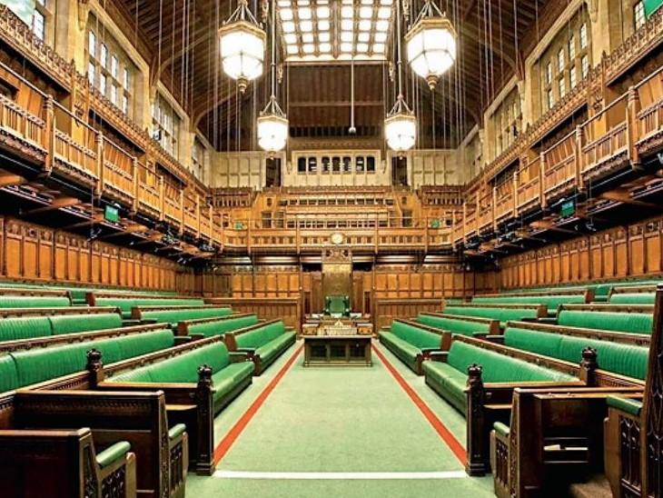 ब्रिटेन में सांसद जींस, स्पोर्ट्स वियर, टीशर्ट या स्लीवलेस टॉप पहनकर संसद नहीं आ सकेंगे; ताली बजाने की मनाही|विदेश,International - Dainik Bhaskar
