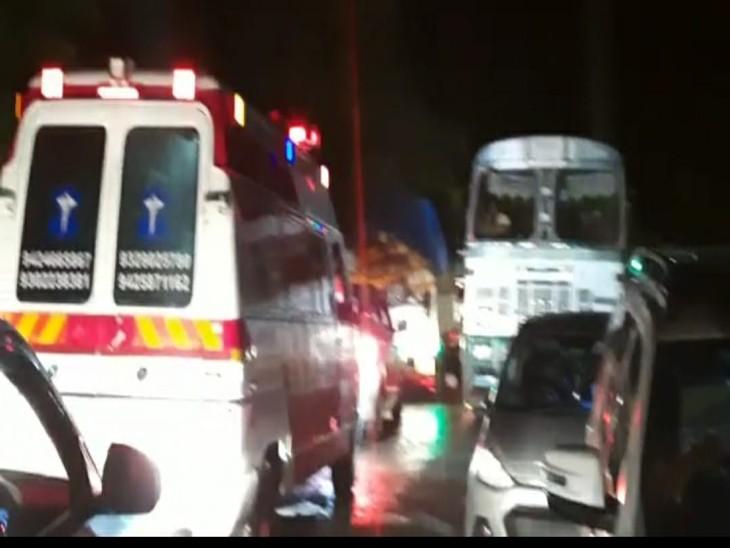 देर रात छिंदवाड़ा नागपुर हाईवे में 2 ट्रक की आमने सामने की टक्कर, दर्जनों वाहन सहित जाम में फंसी एंबुलेंस|छिंदवाड़ा,Chhindwara - Dainik Bhaskar