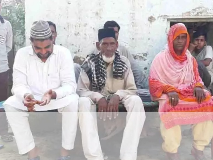 रामपुर में 90 साल के दूल्हे और 75 साल की दुल्हन का निकाह हुआ।