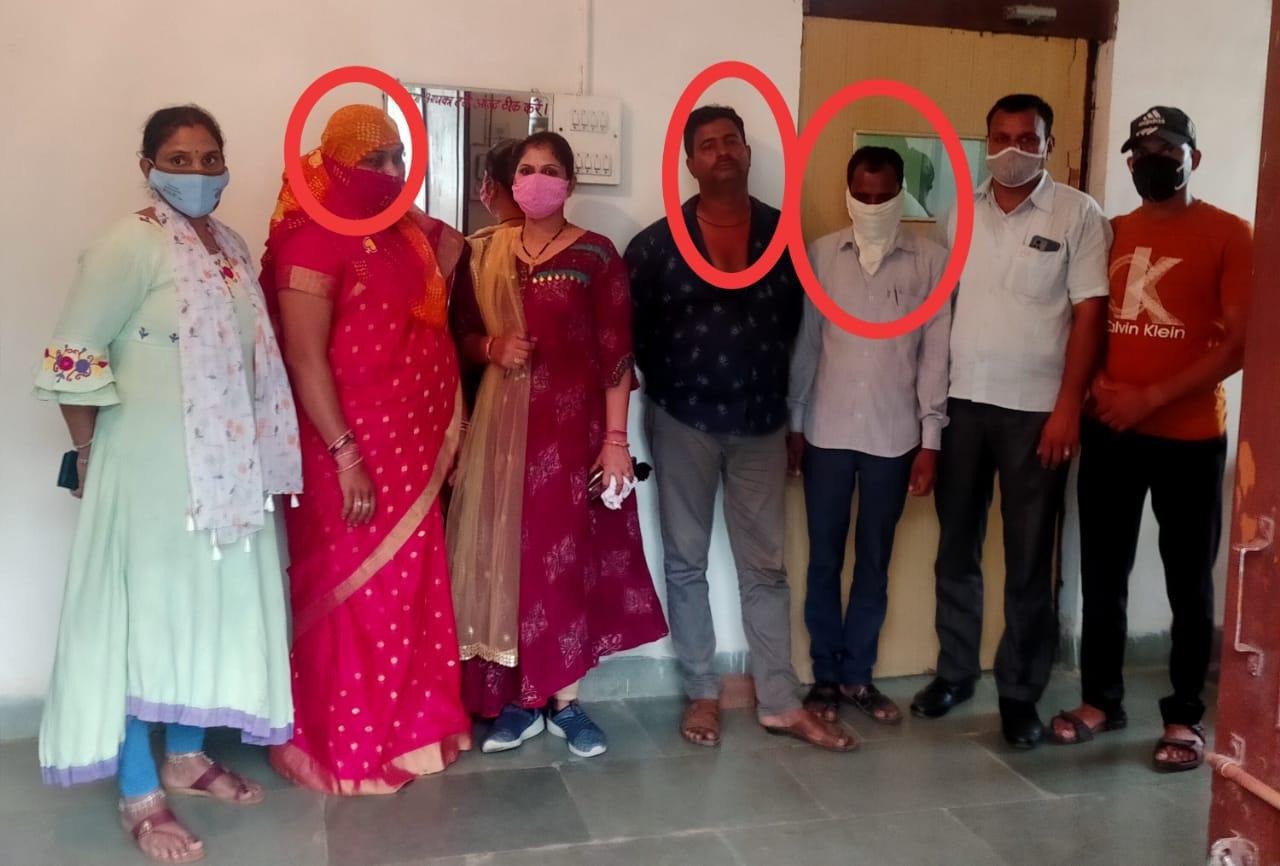 बांसवाड़ा में एसीबी की कार्रवाई, कुशलगढ़ की इंदिरा कॉलोनी में हुई कार्रवाई, ठेकेदार से मांगा था 1.96 लाख कमीशन, 22 हजार की नकदी के साथ पकड़ा, शोभावटी ग्राम पंचायत का मामला बांसवाड़ा,Banswara - Dainik Bhaskar
